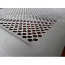 Бели метални решетки за камини на дупки